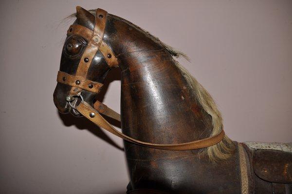 Schaukelpferd Holz Geschnitzt ~ Antikes Schaukelpferd um 1900