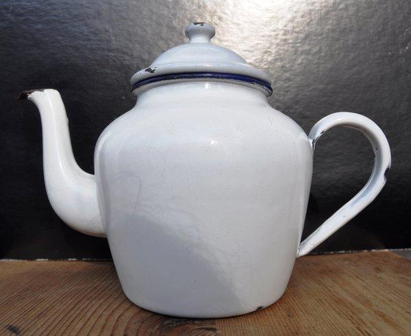 Weiße Teekanne aller leih